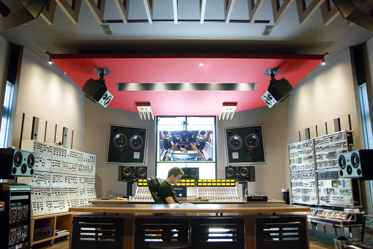deadmau5-home-studio-oz-edm